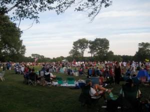 Algunas personas con sus picnics